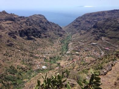 Abstieg und Blick ins Tal Valle Gran Rey auf La Gomera