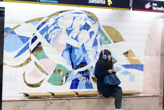 Saldanha - Zusammentreffen - Kunst an der Metrohaltestelle in Lissabon