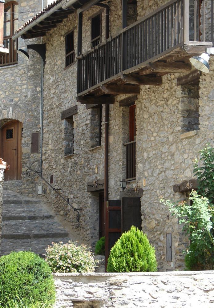 Historische Gasse mit Haus in Beget