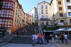 Platz mit Treppe im Zentrum von Bilbao