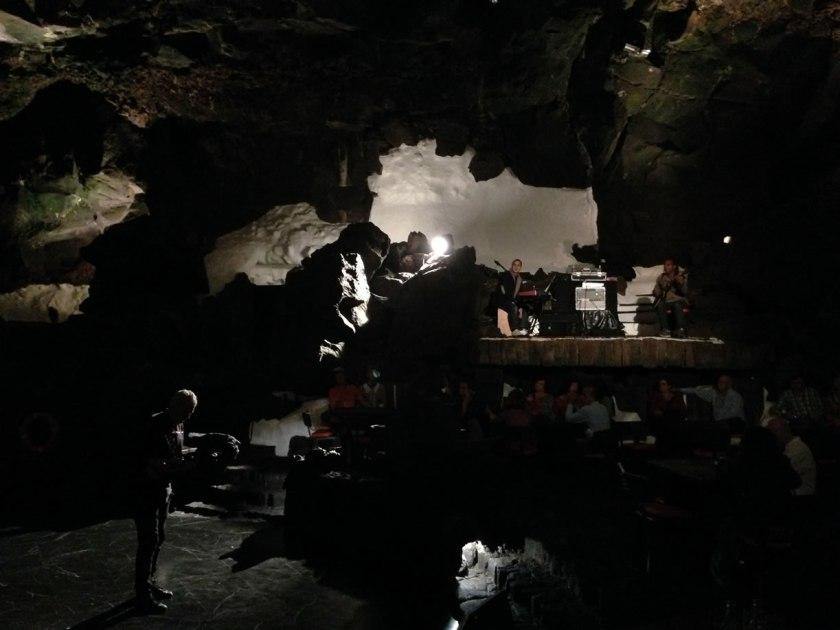 """Stimmungsvoller geht's kaum: """"Konzertsaal"""" in der Höhle"""