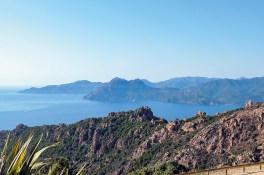Aussicht vom Hotel Capo Rosso auf die Küste Korsikas