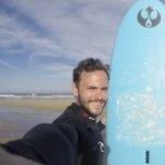 Tobi H. Surfer mit Board