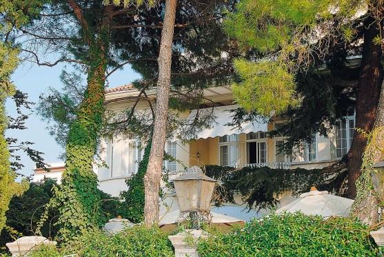 Terrasse mit Bäumen Best Western Hotel Villa Mabapa