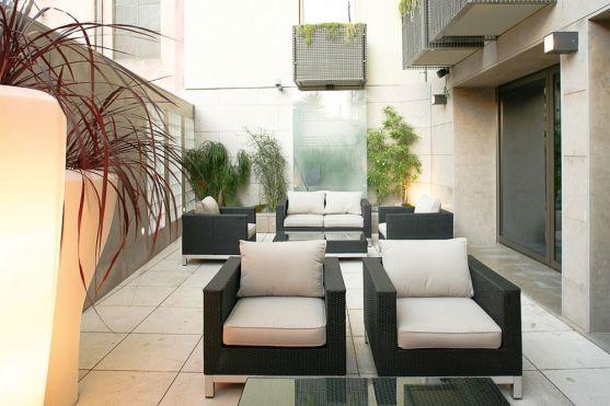 Terrasse Hotel Neya Lisboa bei OLIMAR Reisen