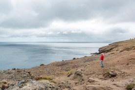 Frau an Küste Madeira Ponta de Sao Lourenco