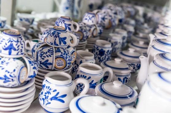 Teller und Krüge in Keramikfabrik Lagoa Azoren