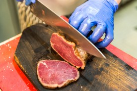 Zubereitung Fleisch auf den Azoren Restaurant