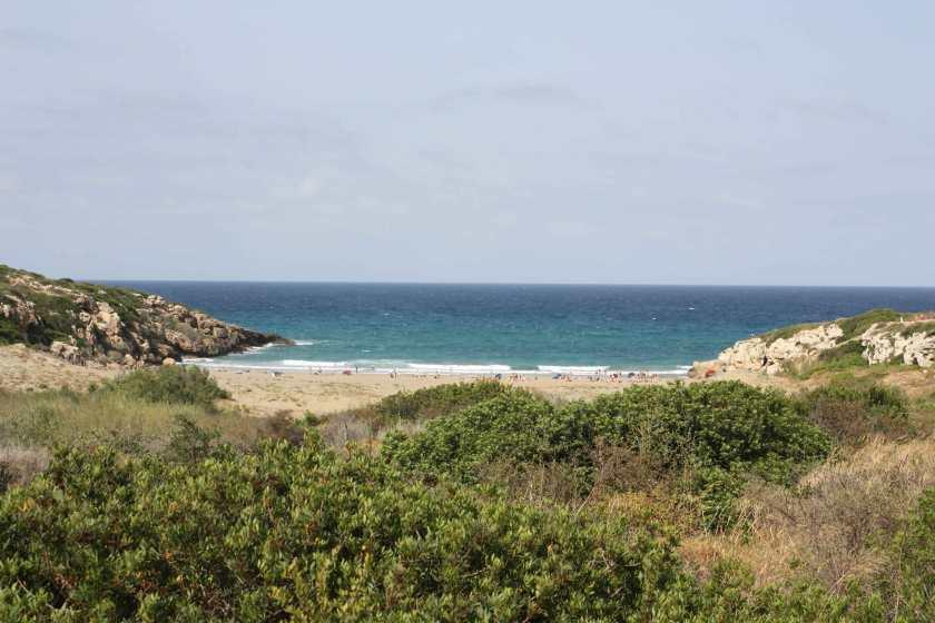 Nach knapp 2 Kilometern ist der Strand der Cala Mosche zu sehen.