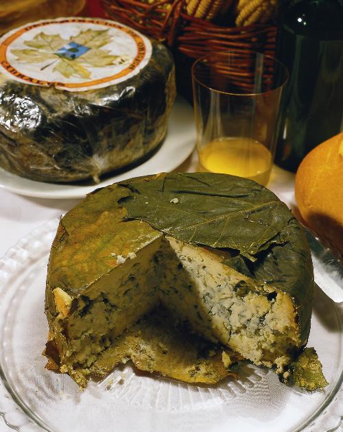 Köstlichkeit aus den Bergen Asturiens: Cabrales-Käse (© Turespana)
