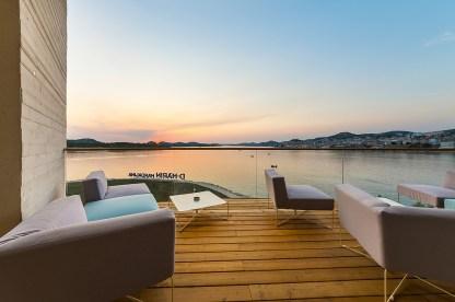 Traumhafte Terrasse am Wasser