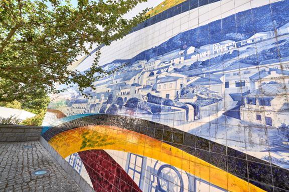 Mauer mit Azulejos Monchique