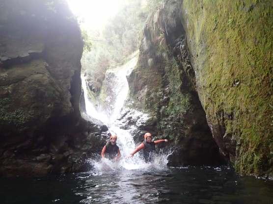 Canyoning auf Madeira Eintauchen ins Wasser