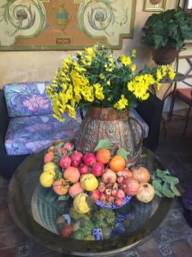 Granatapfel und Blumen in Granada