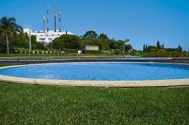 Pool und Garten der Villas Mourim an der Algarve