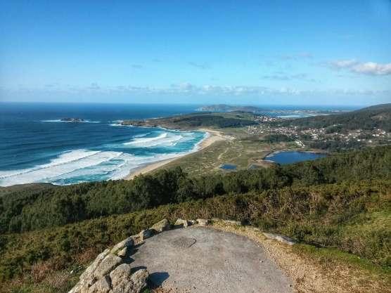 Blick auf Doninos Bucht in Galicien