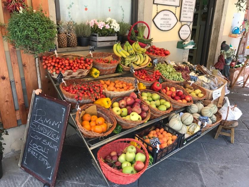 Lebensmittelladen Obststand Toskana