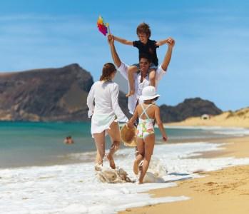 Familie am Strand von Porto Santo