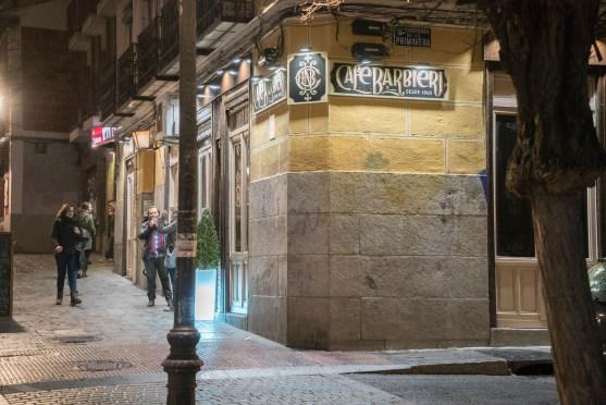 Abends vor Café Barbieri in Madrid-Lavapies