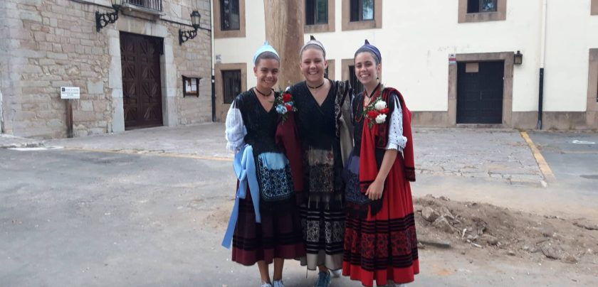 Folklore Tänzerinnen in Asturien