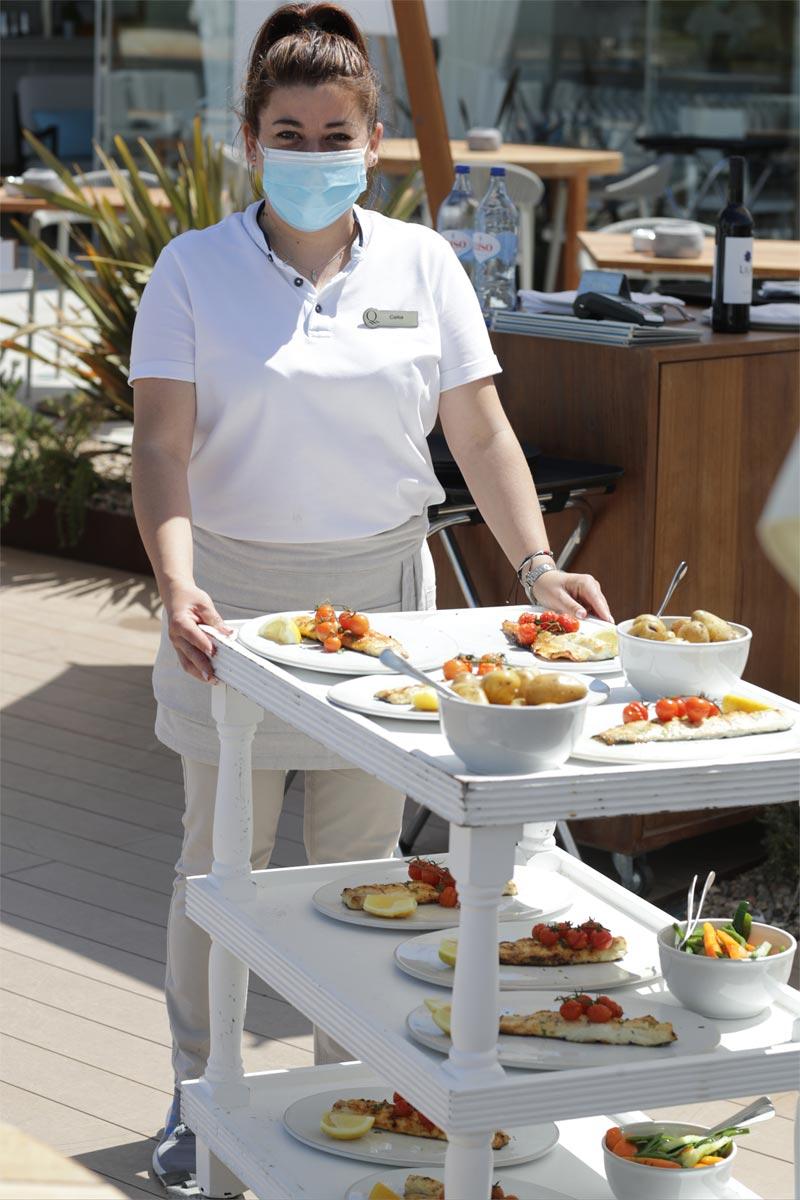 Algarve Kellnerin Essen