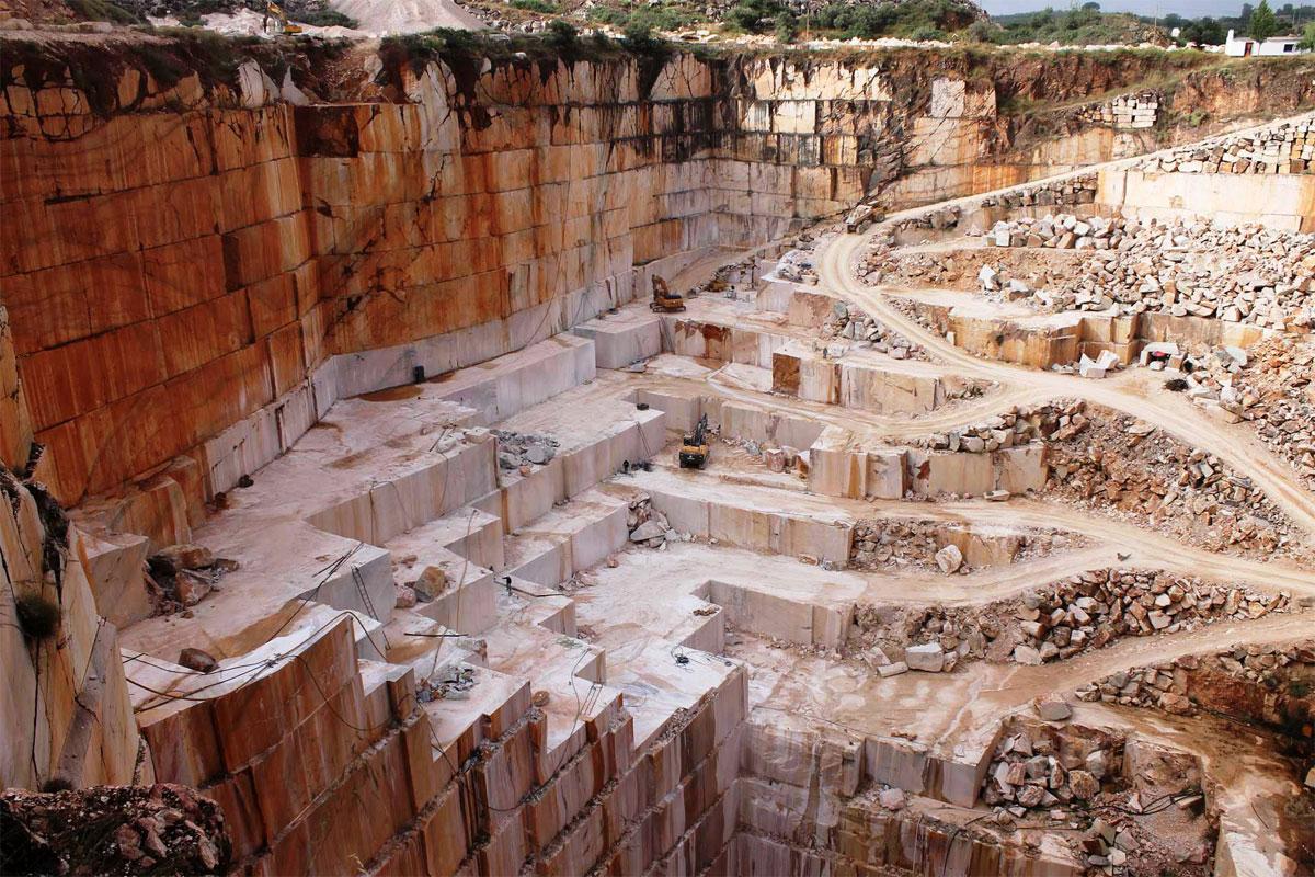 Arbeiter im Steinbruch Alentejo Marmorroute