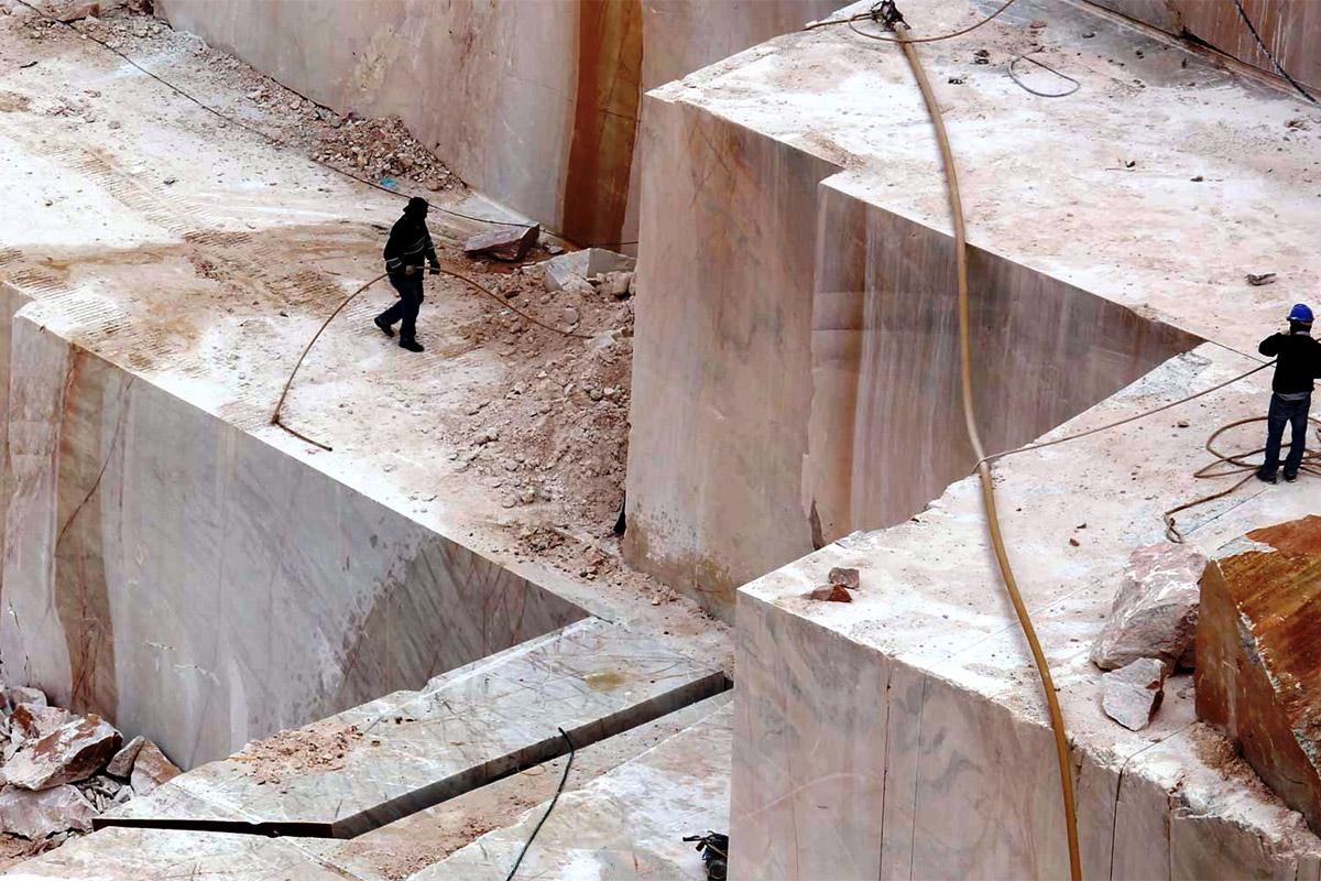 Arbeiter im Marmor-Steinbruch Alentejo