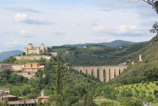 Italien Blick auf Spoleto - per Rad entdecken
