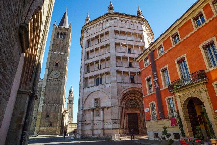 Parma Glockenturm und Baptisterium