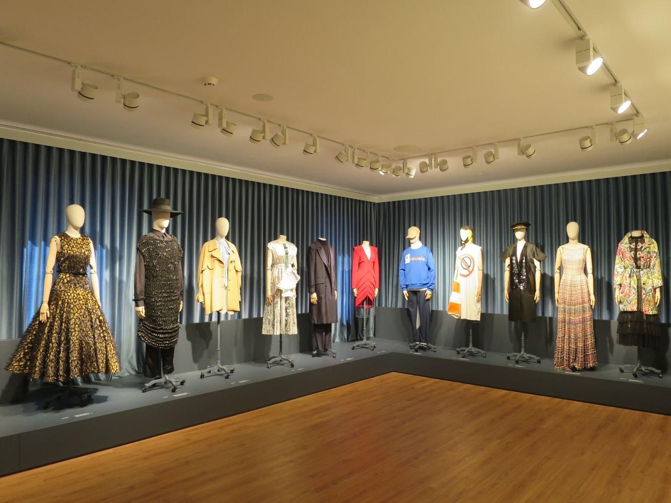 Portugiesische Designermode im Porto Fashion & Fabric Museum