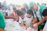 Crianças puderam observar vários estágios de desenvolvimento do mosquito. Foto: Tiago Peixoto/Pref.Olinda