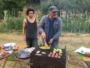 Bruschette, salsicce, zucchine e frittata in un colpo solo