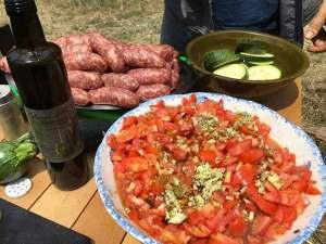 Bruschetta, salsicce e zucchine dell'Oliveta della Torre