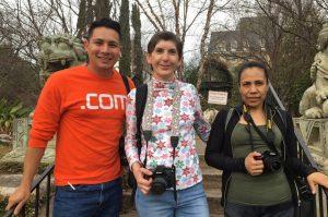 Alumnos de fotografia en el Dragon Park Garden