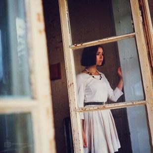 seance-photo-portrait-madleen-2011-09-Urbex-Argentique-003-900px