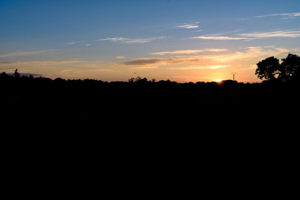Couché de soleil sur un champ