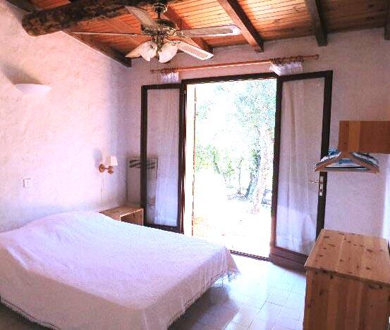64-location-villa-corse-sud-chambre1