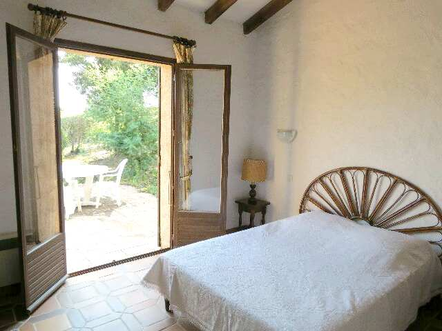 61-location-villa-corse-sud-chambre1-vueterrasse
