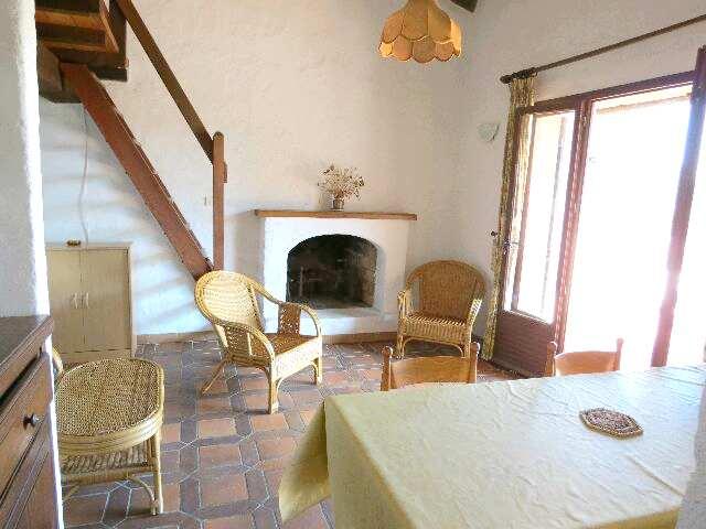 61-location-villa-corse-sud-sejour-cheminee
