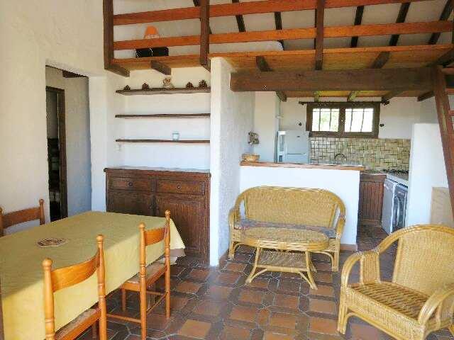 61-location-villa-corse-sud-sejour-cuisine-mezzanine