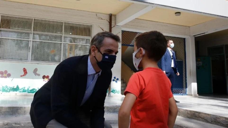 Σχολεία: Επαναστάτησαν οι λοιμωξιολόγοι – Μην τολμήσετε να τα ανοίξετε πριν τις γιορτές