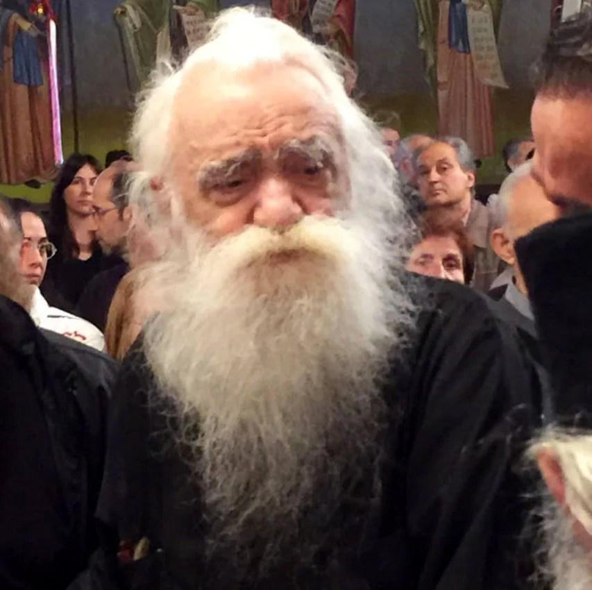 Πέθανε ο πατήρ Ανανίας Κουστένης, ο «παππάς των Εξαρχείων»