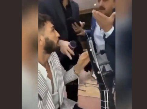 Τουρκία: Τσακισαν μουσικό στο ξύλο γιατί νόμιζαν  ότι έπαιζε κουρδικό τραγούδι!