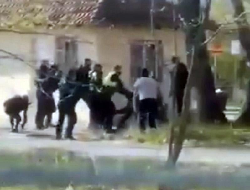 Κ. Κεραμίδι   Συμπλοκή αστυνομικών με οπαδούς