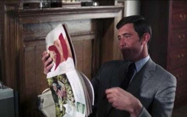 Bond lendo