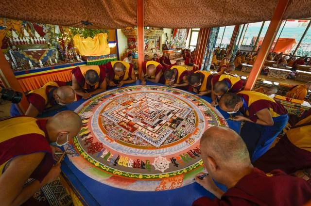 The making of Kalachakra sand mandala @dalailama.com