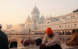 amritsar-prayer-golden-temple