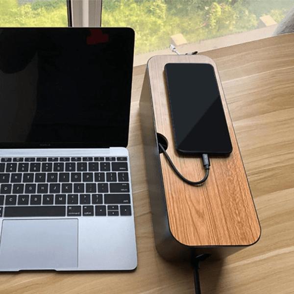 boite de rangement de cables est multiprise pour bureau ordinateur et téléphone