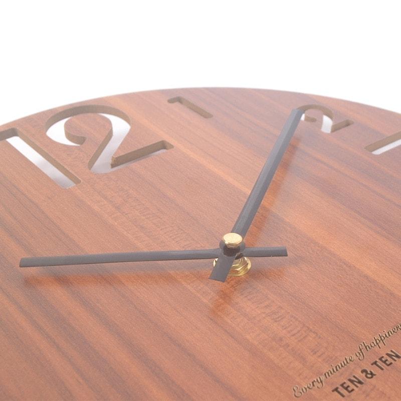 Horloge en bois foncé et aiguilles métal qualité