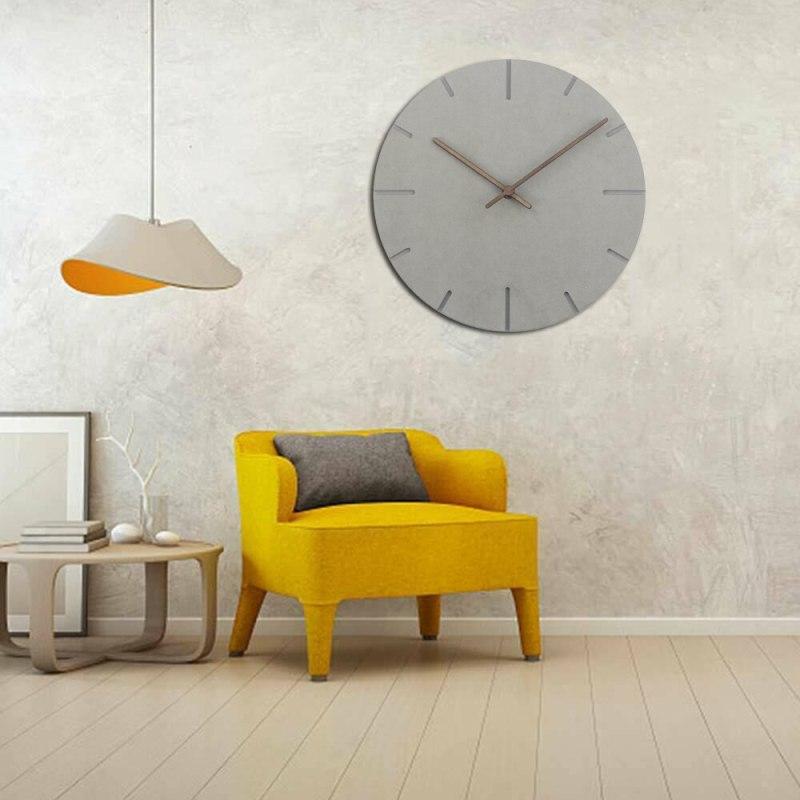 Horloge murale en bois gris design pour salon